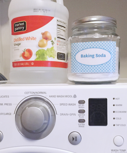 Freshen the Laundry naturally with vinegar and baking soda. #cleaningtip #laundry