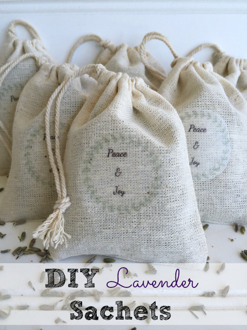 Love these easy DIY lavender sachets. Such a great gift idea!