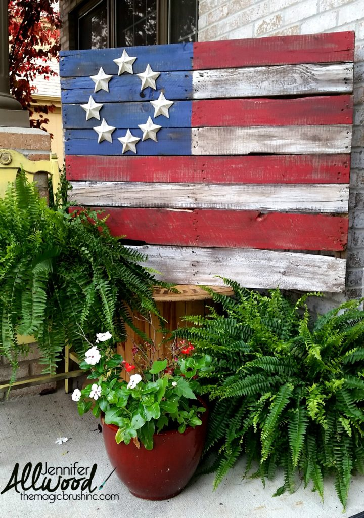 outdoor decor ideas pallet flag via Jennifer Allwood