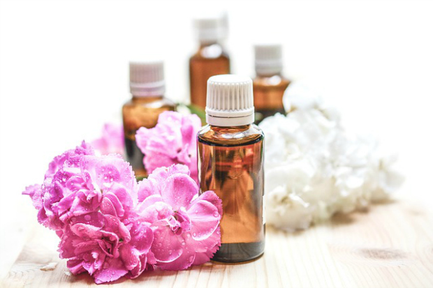 Confused on where to buy essential oils? This information is SO helpful!!!