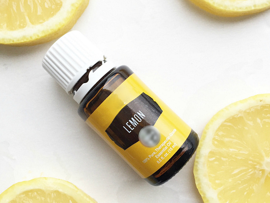 How to naturally degrease your kitchen with lemon essential oil