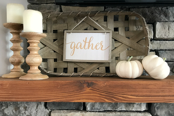 Cute ideas for creating a fall mantel!