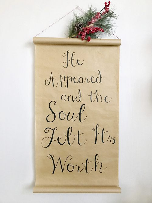 LOVE this DIY Christmas scroll! Looks easy to make and would look so cute hanging up in my house! #christmasdecor #christmasscroll