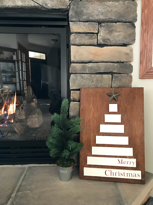 What a cute Christmas tree sign. Love that it was made with leftover scrap wood! #christmastree #woodsign #farmhousechristmas