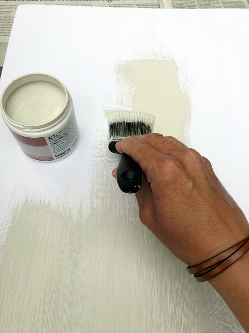 Choosing paint colors can be SO tough. These tips are awesome, and most of them, I'd never heard of before #paint #paintcolor #choosingpaintcolors