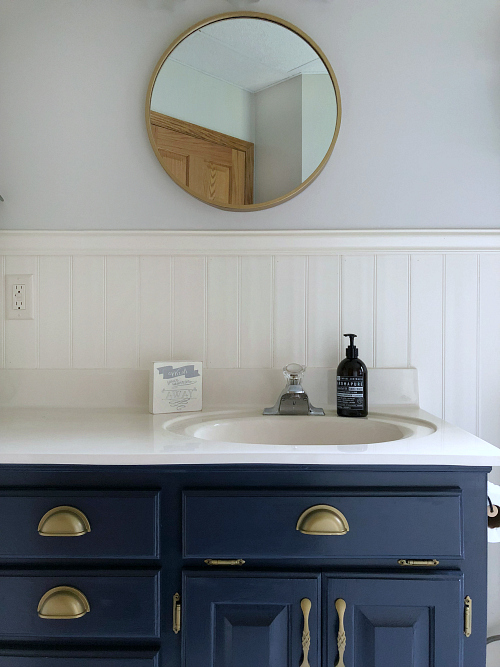 bathroom vanity painted with benjamin moor hale navy