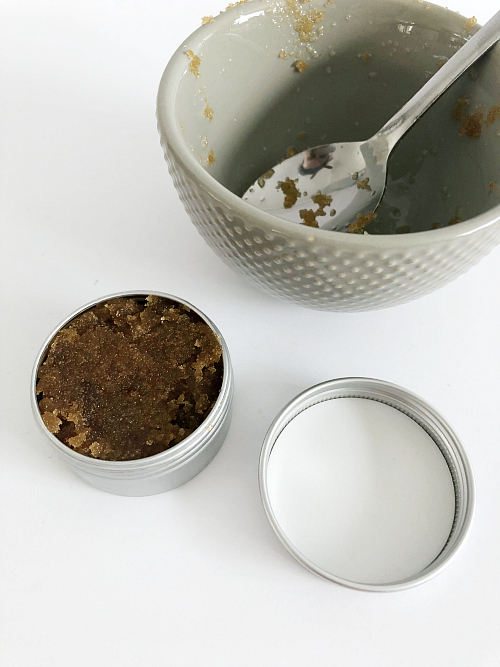 This is a great recipe for DIY Lip Scrub. Love the addition of essential oil for a little extra skin support! #lipscrub #essentialoil