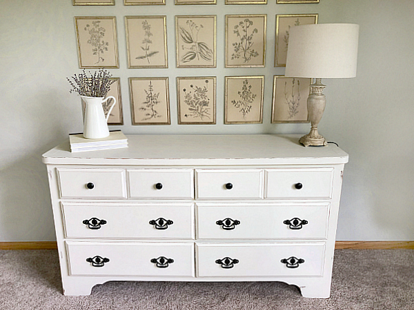 This dresser makeover is amazing! And I love the easy to follow tutorial, so even if you are a beginner at painting furniture, you realize you can do it! #dressermakeover #fusionmineralpaint #collaboration #paintfurniture