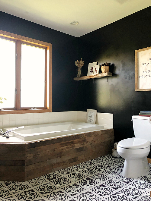 $100 Bathroom Makeover showing barn wood tub surround.