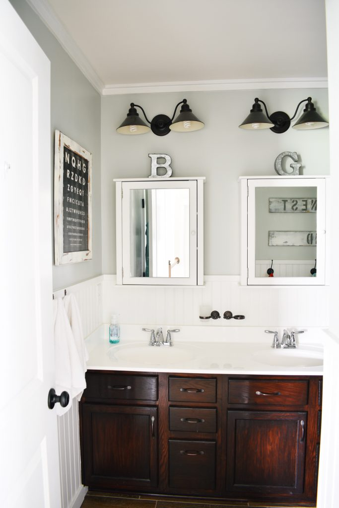 $100 Guest Bathroom Makeover by Hilltown House Before