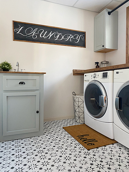 $100 Laundry Room Makeover. So many amazing, budget-friendly, ideas in this space!