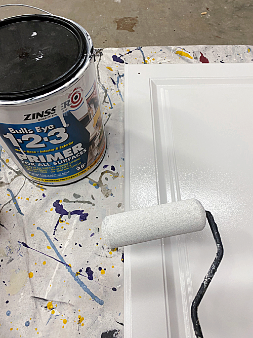 Using primer prior to painting laminate furniture